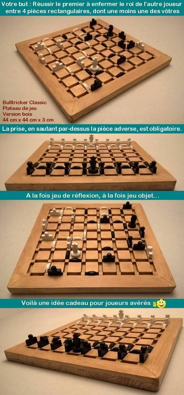 Voici le jeu Bulltricker, jeu de r�flexion en bois, dont le but du jeu est de r�ussir le premier � enfermer le roi de l'autre joueur entre quatre pi�ces rectangulaires dont au moins une des v�tres